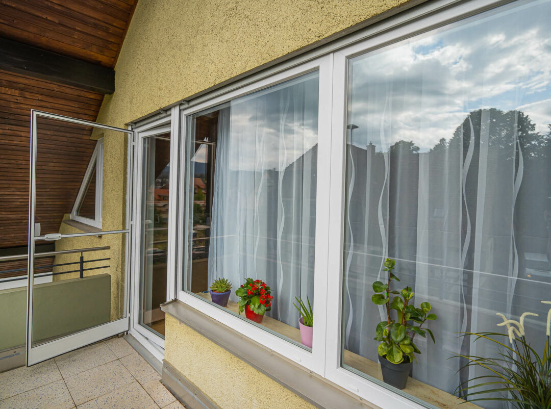 Fenster erneuert und Insektenschutz montiert